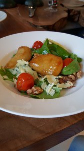 De 2e gang | salade met gecarameliseerde peer en blauwe kaas