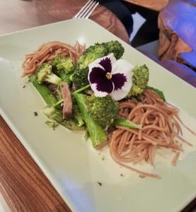 Het hoofdgerecht | pasta met biefstuk, asperges en broccoli